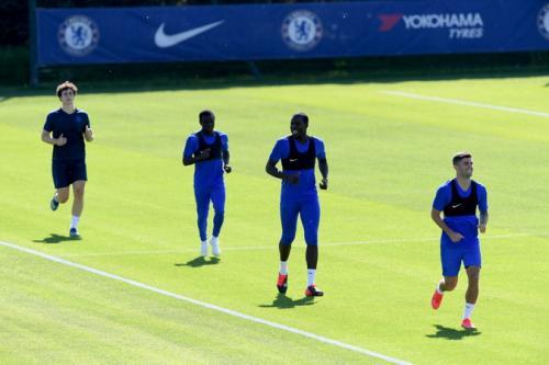 Skuad Chelsea berlatih di Cobham (Foto: Twitter/@ChelseaFC)