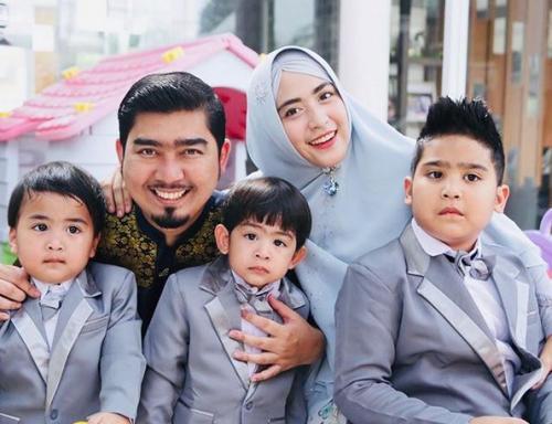 Ustadz Solmed dan keluarga