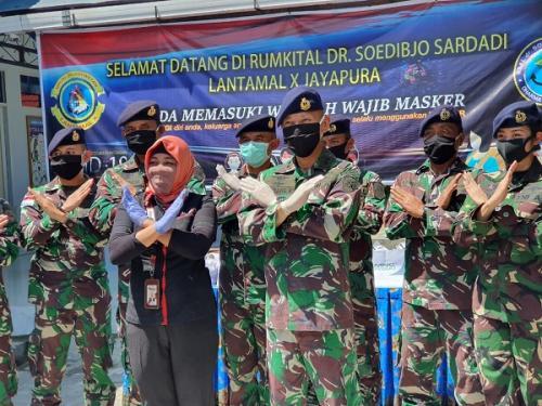 RS Dr Sudibjo Sardadi Lantamal X Jayapura Terima Bantuan APD dari MNC Peduli. (Ist)