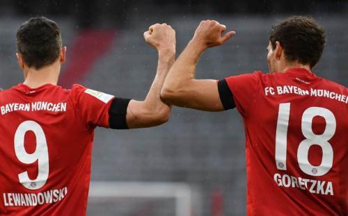 Leon Goretzka dan Robert Lewandowski sama-sama mencetak gol