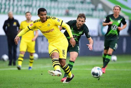 Manuel Akanji vs Wolfsburg (Foto: Twitter/@BlackYellow)