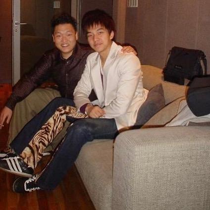 PSY dan Lee Seung Gi.