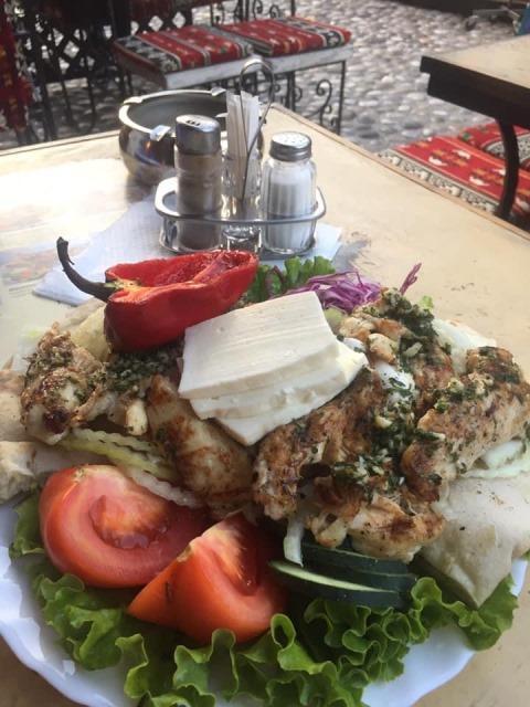 Makanan halal di Bosnia. (Foto: Istimewa)