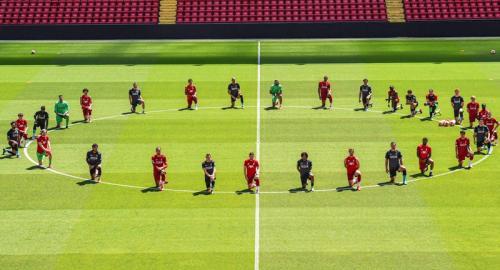 Liverpool berlutut untuk dukung gerakan melawan rasisme