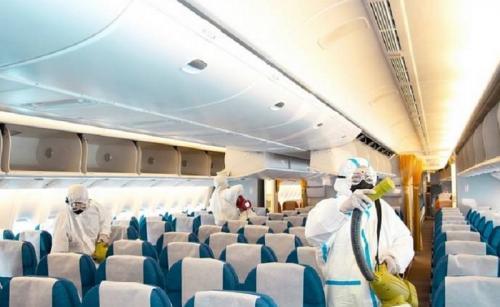 traveling naik pesawat