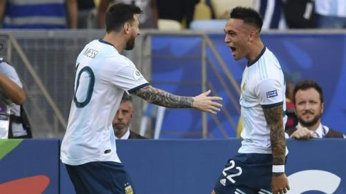 Lautaro Martinez dan Lionel Messi saat sedan bela Argentina
