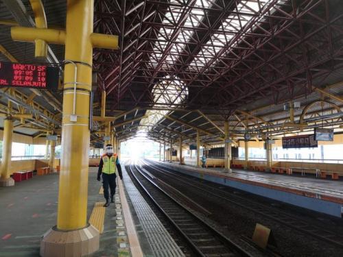 Kereta listrik atau KRL merupakan salah satu transportasi umum yang diminati masyarakat.