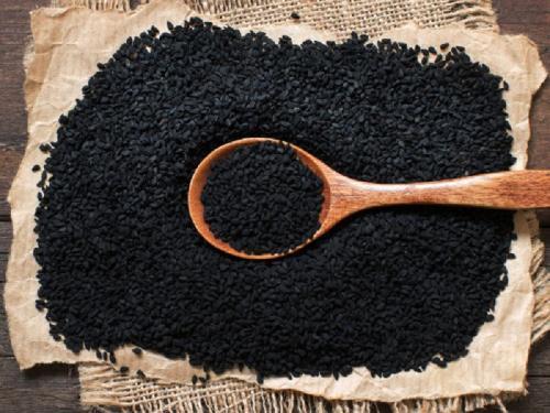 Jintan hitam memiliki khasiat untuk mengontrol kolesterol dan gula darah dalam tubuh.
