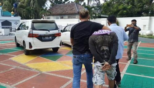 Polisi tangkap bandar sabu di Tasikmalaya. (Foto : iNews/Asep Juhariyono)