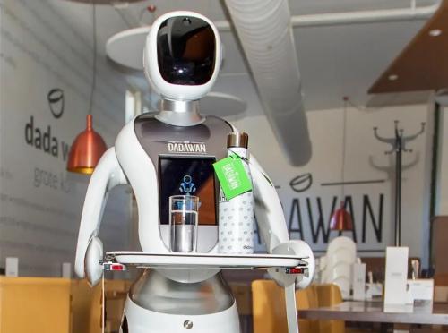 Robot saat ini banyak membantu tugas manusia, misalnya menjadi pelayan di restoran hingga mendukung misi luar angkasa di Mars.