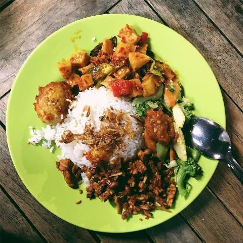 Nasi Uduk Ibu Jum. (Foto: Instagram @kvnwijaya)