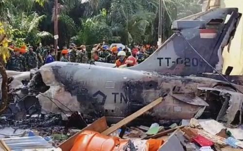 Pesawat tempur TNI AU jatuh di Kampar, Riau. (Tangkapan layar iNews TV)
