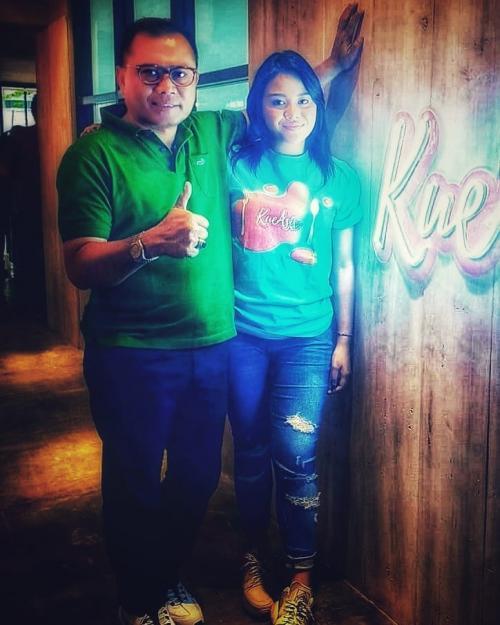 Aurel Hermansyah dan sang paman. (Foto: Instagram/@dr.burhansyah)