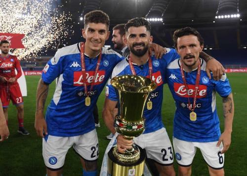 Napoli sukses memboyong Coppa Italia (Foto: Twitter/@sscnapoli)