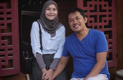 Zaskia dan Hanung.