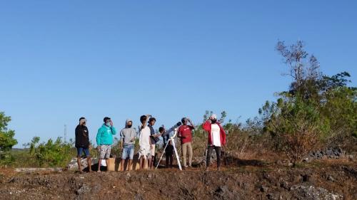 Pencinta Langit Timor (Pelati), komunitas astronomi asal NTT melakukan pengamatan gerhana matahari di Kupang.