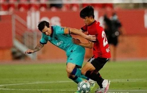 Lionel Messi vs Takefusa Kubo (Foto: Twitter Real Mallorca)