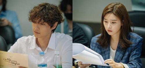 Kim So Eun dan Ji Hyun Woo