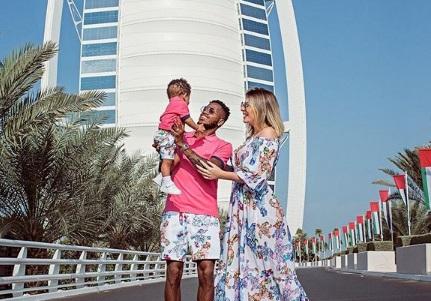 Monique Salam dan Fred beserta anak mereka