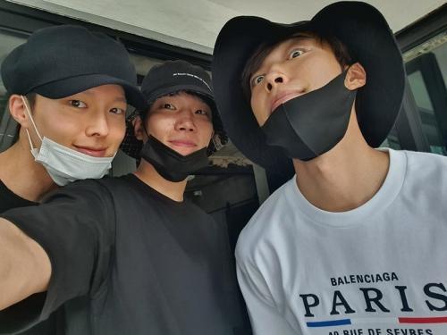 Jang Ki Yong bersama Woo Do Hwan dan Kim Kyung Nam
