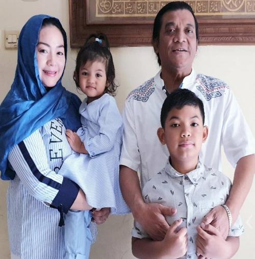 Didi Kempot dan keluarga.