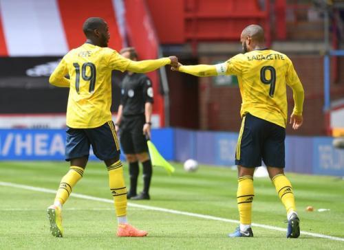 Aksi Pepe dan Lacazette saat bela Arsenal