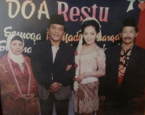 Foto pernikahan Yan Vellia dan Didi Kempot. (Foto: Okezone)