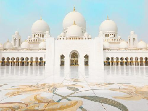 Masjid Syekh Zayed di Abu Dhabi, Uni Emirat Arab. (Foto: Unsplash)