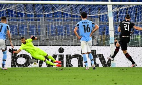 Penalti Zlatan Ibrahimovic seharusnya bisa diselamatkan Thomas Strakosha (Foto: Twitter/@SempreMilanCom)