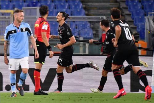 Penalti Zlatan Ibrahimovic gandakan keunggulan tim tamu (Foto: Twitter/@SempreMilanCom)