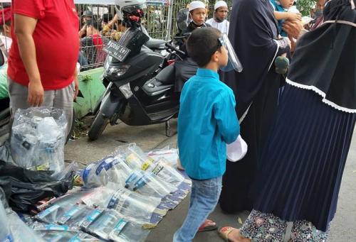 Orangtua masih membawa anaknya ikut demonstrasi (Foto : KPAI)