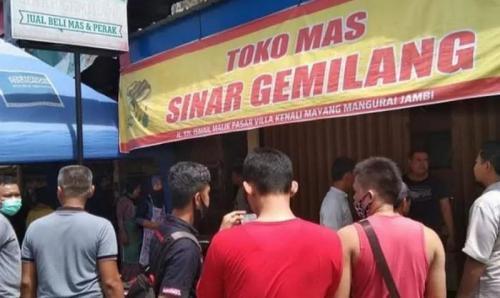 Toko emas dirampok, pelaku pakai senpi sempat todong warga (Foto : Okezone.com/Azhari)