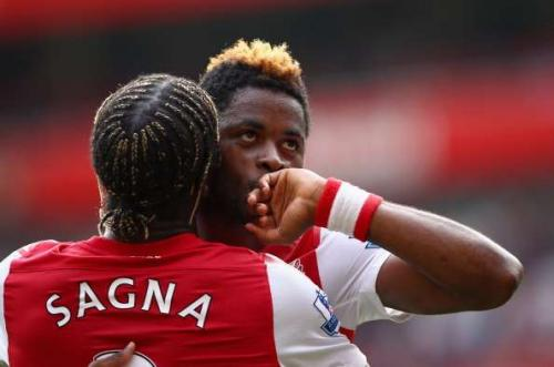 Bacary Sagna dan Alex Song (Foto: Sportskeeda)