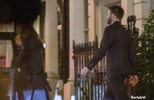 Chris Evans dan Lily James. (Foto: Backgrid)