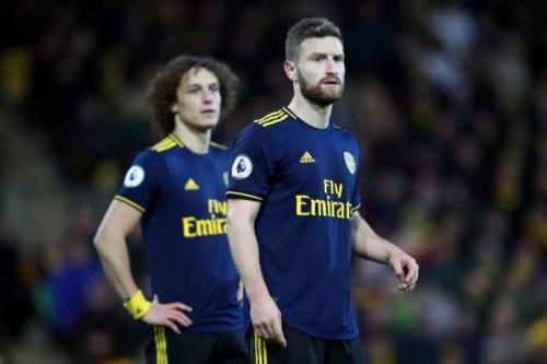 Skhodran Mustafi dan David Luiz