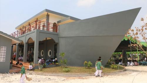 Masjid Perahu di Gresik. (Foto: Istimewa/Laduni)