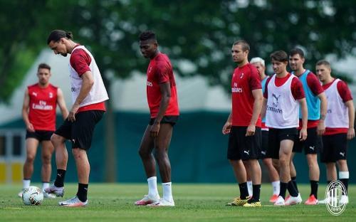 Zlatan Ibrahimovic dan Pemain AC Milan