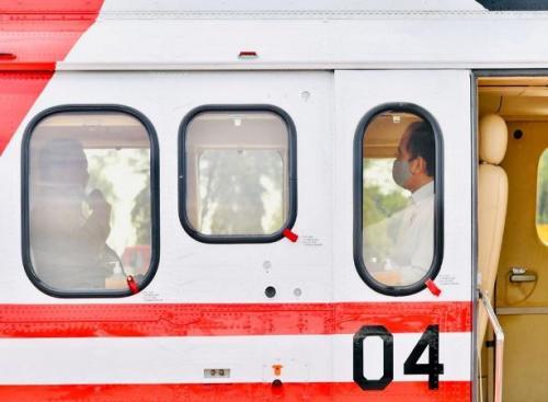 Presiden Jokowi-Prabowo Subianto naik helikopter merah putih di Bandara Tjilik Riwut, Palangka Raya, Kalimantan Tengah (Foto : Biro Pers Setpres)