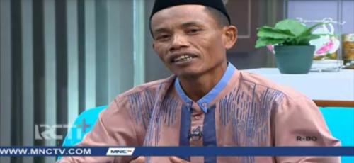 Zainuddin buruh karet yang bisa lunasi utang dan bangun mushola berkat sedekah. (Foto: MNCTV)