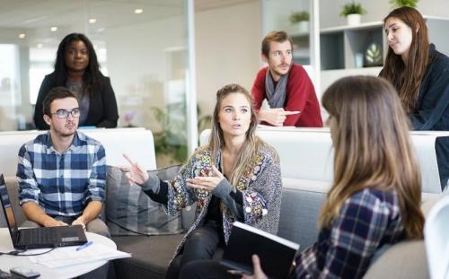 5 Cara Menyampaikan Pendapat Tanpa Bikin Orang Lain Tersinggung : Okezone  Lifestyle