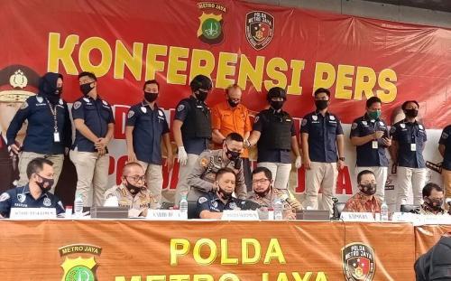 Polda Metro merilis penangkapan pelaku pencabulan foto: Rizky