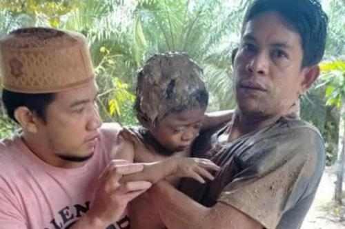 Bocah selamat dari banjir. (Facebook)