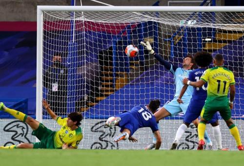 Sundulan Olivier Giroud persembahkan tiga poin buat Chelsea (Foto: Twitter/@premierleague)