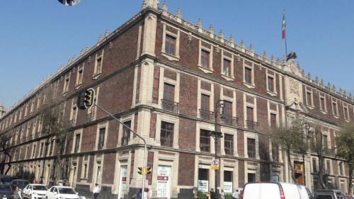 Bangunan megah ini berdiri di atas reruntuhan Istana Bangsa Aztec (Foto : INAH)