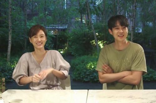Choi Woo Shik dan Jung Yu Mi