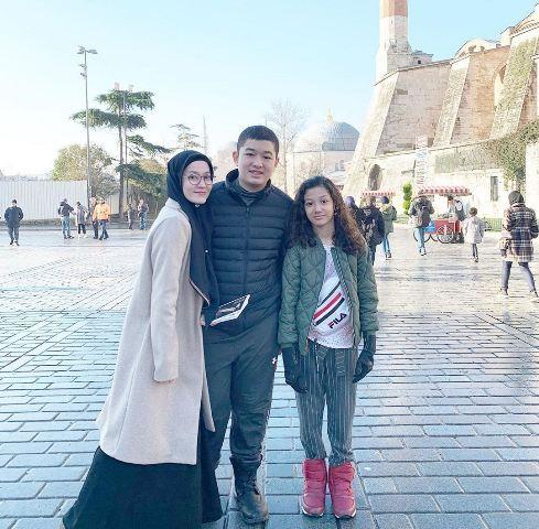 Lyra Virna dan anak-anaknya di Hagia Sophia. (Foto: Instagram @lyravirna)