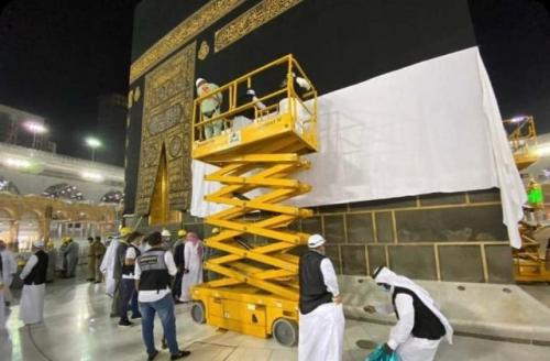 Kain kiswah penutup Kakbah. (Foto: Istimewa/The Islamic Information)