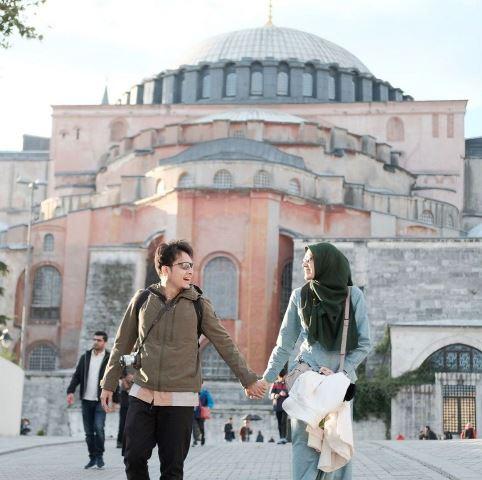 Dimas Seto dan Dhini Aminarti di Hagia Sophia. (Foto: Instagram @dimasseto_1)