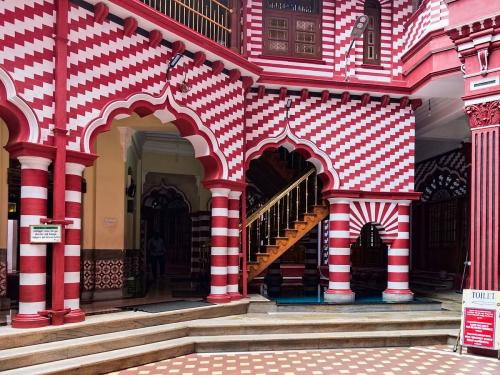 Masjid Jami Ul-Alfar di Sri Lanka. (Foto: Atlasobscura)