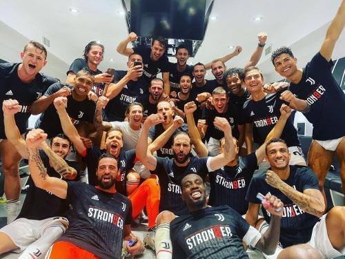 Skuad Juventus merayakan gelar scudetto ke-36 (Foto: Juventus)